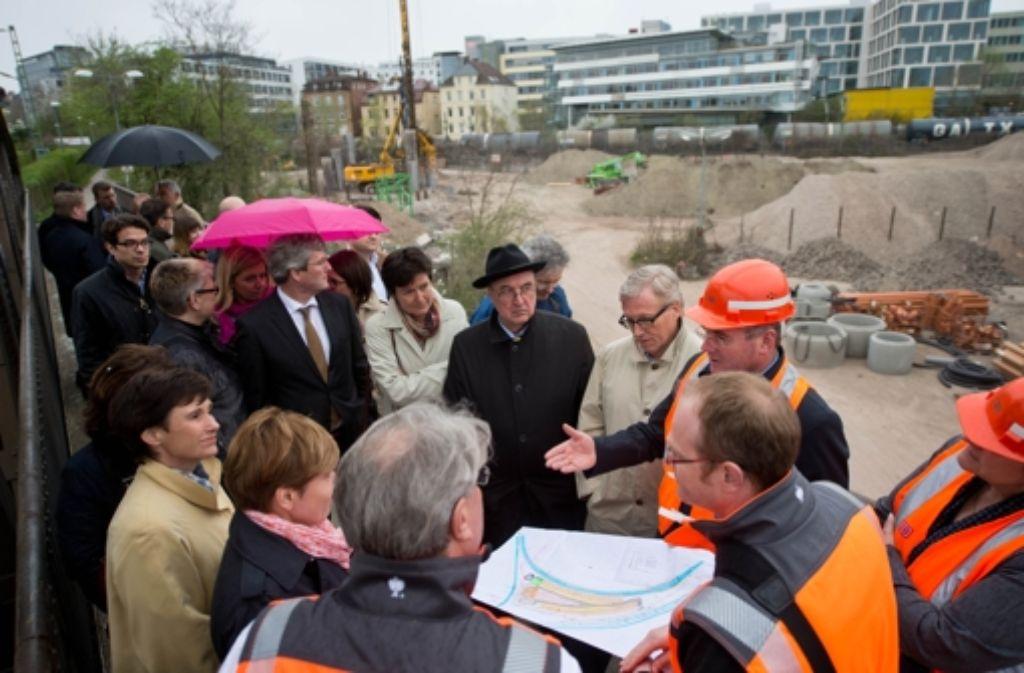 Der CDU-Landesvorstand hat sich vor Ort ein Bild von den Stuttgart-21-Bauarbeiten gemacht. Foto: Martin Stollberg