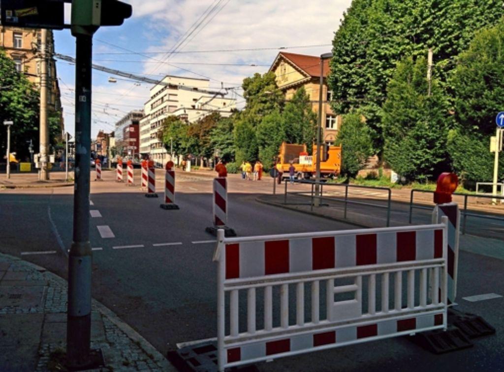 Seit gestern Vormittag ist die Neckarstraße ab dem Stöckach in Richtung Innenstadt nicht befahrbar. Die Bauarbeiten sollen bis Sonntag dauern. Foto: Jürgen Brand