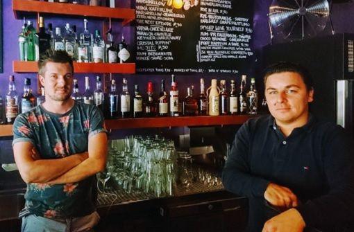 Neue Bar serviert Highballs und Hotdogs