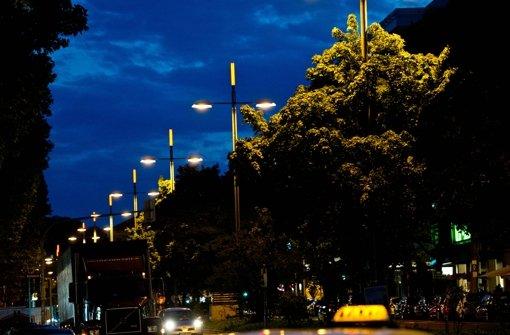 blaulicht aus stuttgart 11 oktober taxi erfasst zwei frauen auf theo heuss stuttgart. Black Bedroom Furniture Sets. Home Design Ideas