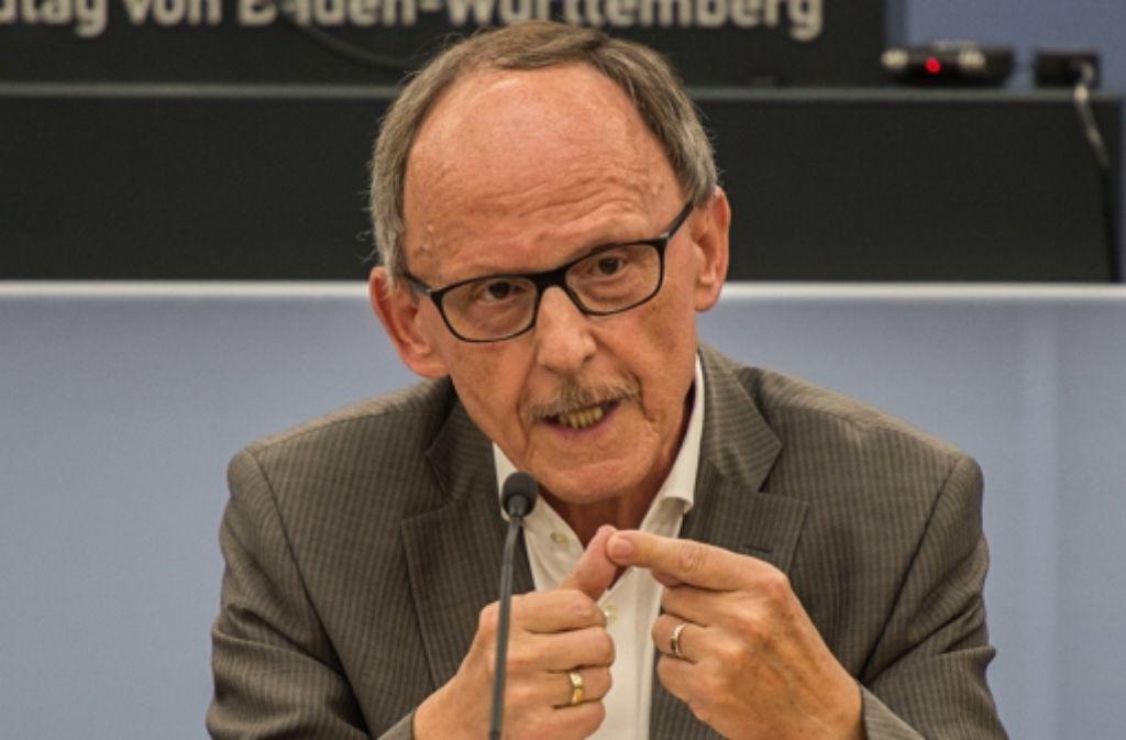 Der ehemalige baden-württembergische Landespolizeipräsident Erwin Hetger im NSU-Ausschuss. Foto: dpa