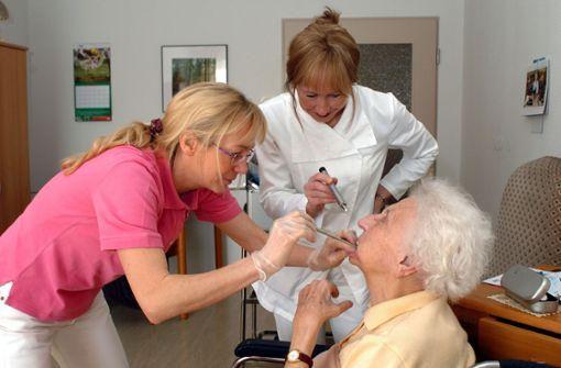 Zahn-Zusatzpolicen kommen Älteren teuer zu stehen