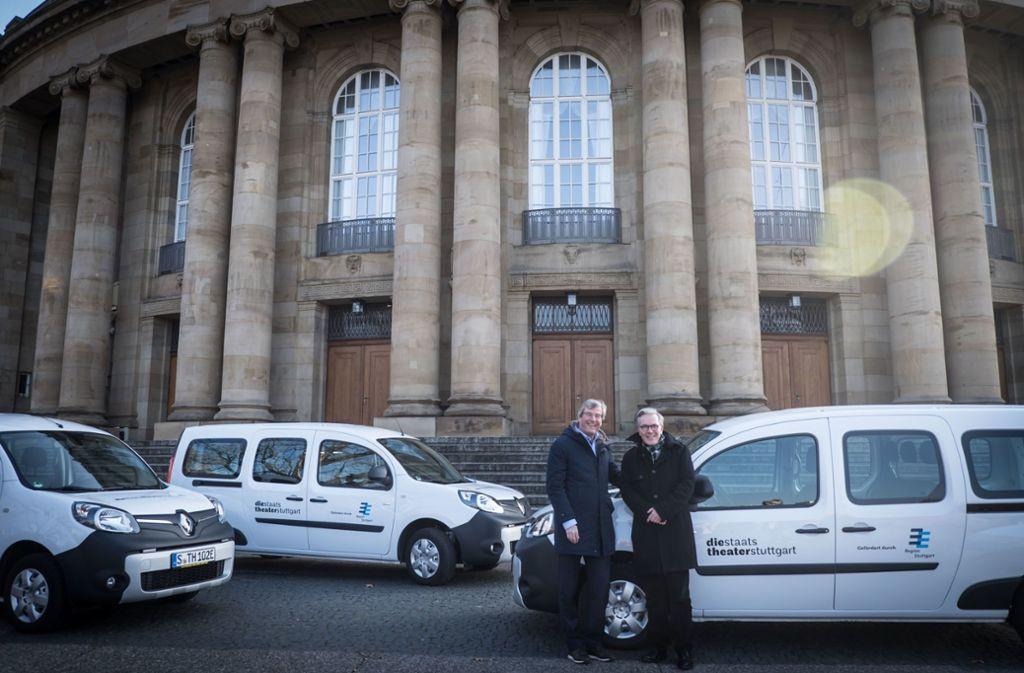 Regionalpräsident Thomas Bopp (l.) und Marc-Oliver Hendriks, geschäftsführender Intendant der Staatstheater. Foto: Lichtgut/Achim Zweygarth
