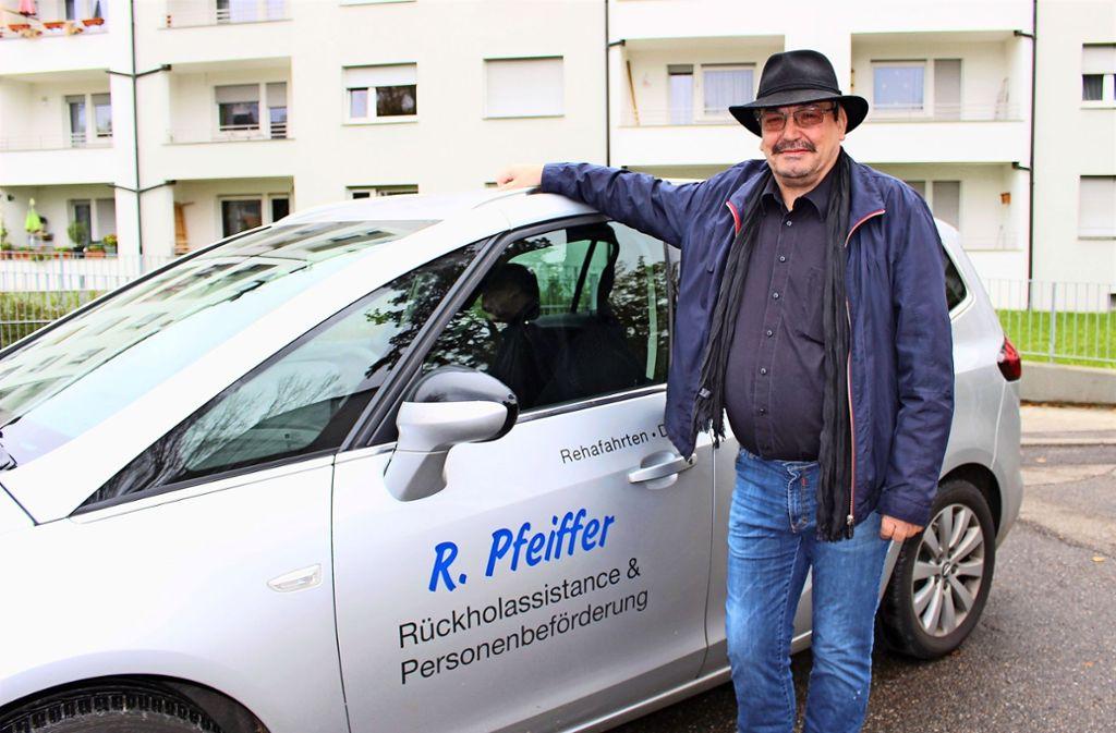 Richard Pfeiffer hat schon als Kraftfahrer und Bestatter gearbeitet, diese Berufserfahrung kommt ihm jetzt zugute. Foto: Caroline Holowiecki