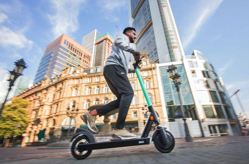 E-Scooter sind nicht ungefährlich – im Gegenteil. Foto: Andreas Arnold/dpa