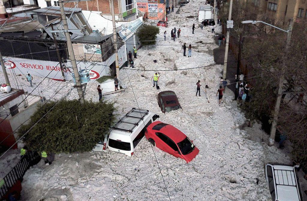 Ein Hagelsturm hat am Sonntag für Chaos im mexikanischen Guadalajara gesorgt. Foto: AFP/Ulises Ruiz