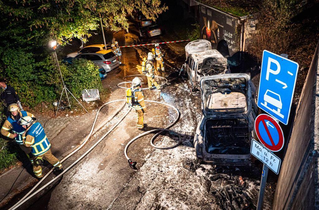 Die Fahrzeuge waren trotz des schnellen Einsatzes der Feuerwehr nicht zu retten. Foto: 7aktuell.de/Alexander Hald/www.7aktuell.de/Alexander Hald