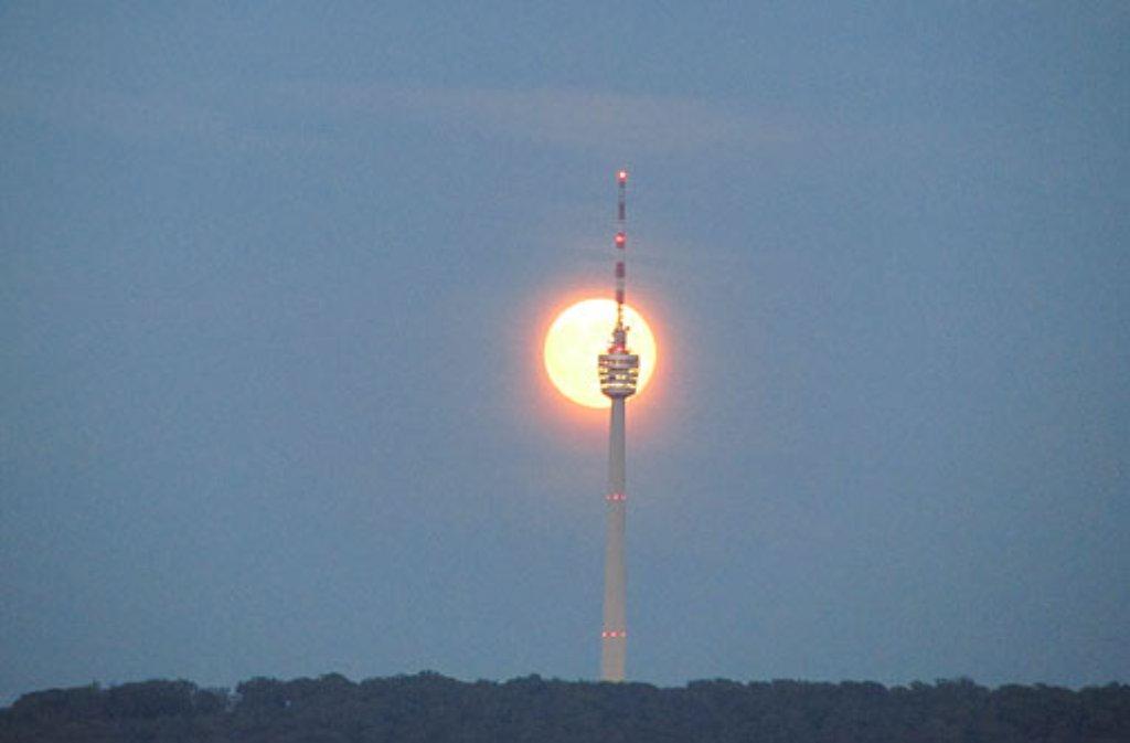 Über das soziale Netzwerk Twitter kommentieren viele Menschen die kurzfristige Schließung des Stuttgarter Fernsehturms. Um es kurz zu sagen: Die Schwaben sind geschockt. Hier eine Bildergalerie vom ... Foto: Leserfotograf duesti2