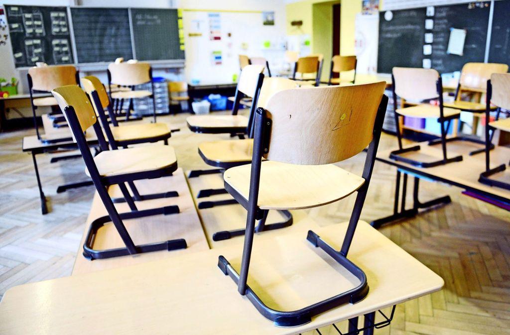 Das Klassenzimmer bleibt immer öfter leer, wenn Lehrer krank werden. Foto: dpa