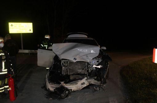 Frau überfährt Stopp-Stelle – zwei Verletzte