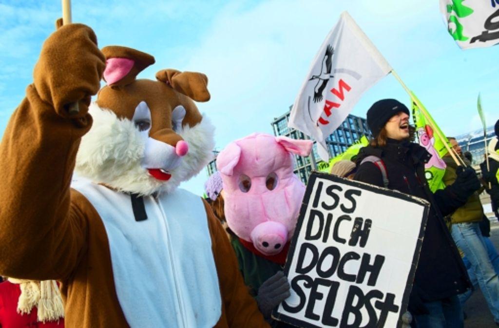 Die Demonstranten verlangen einen besseren Umgang mit Tieren. Foto: epd