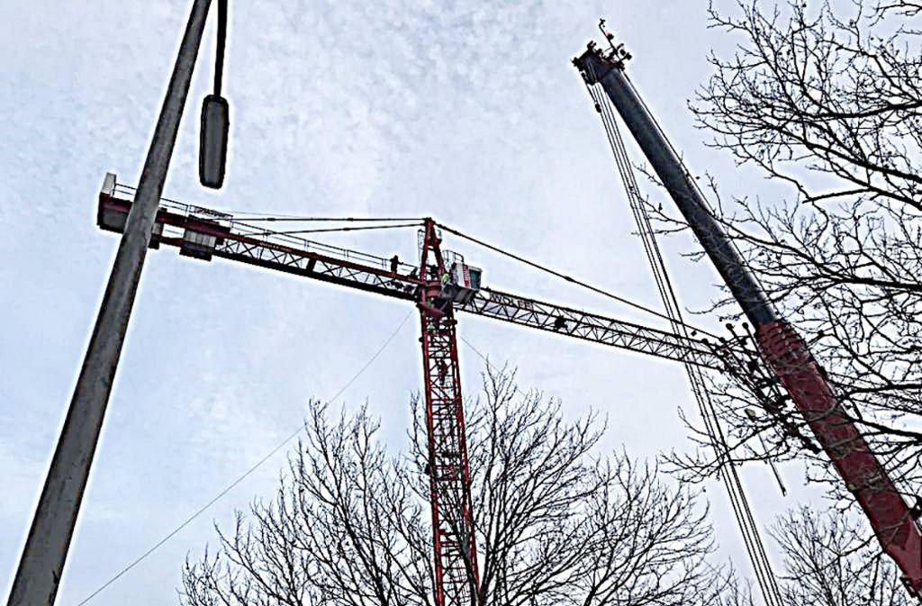 Der Kranführer verletzt sich in 35 Metern Höhe. Foto: 7aktuell.de/Hessenauer
