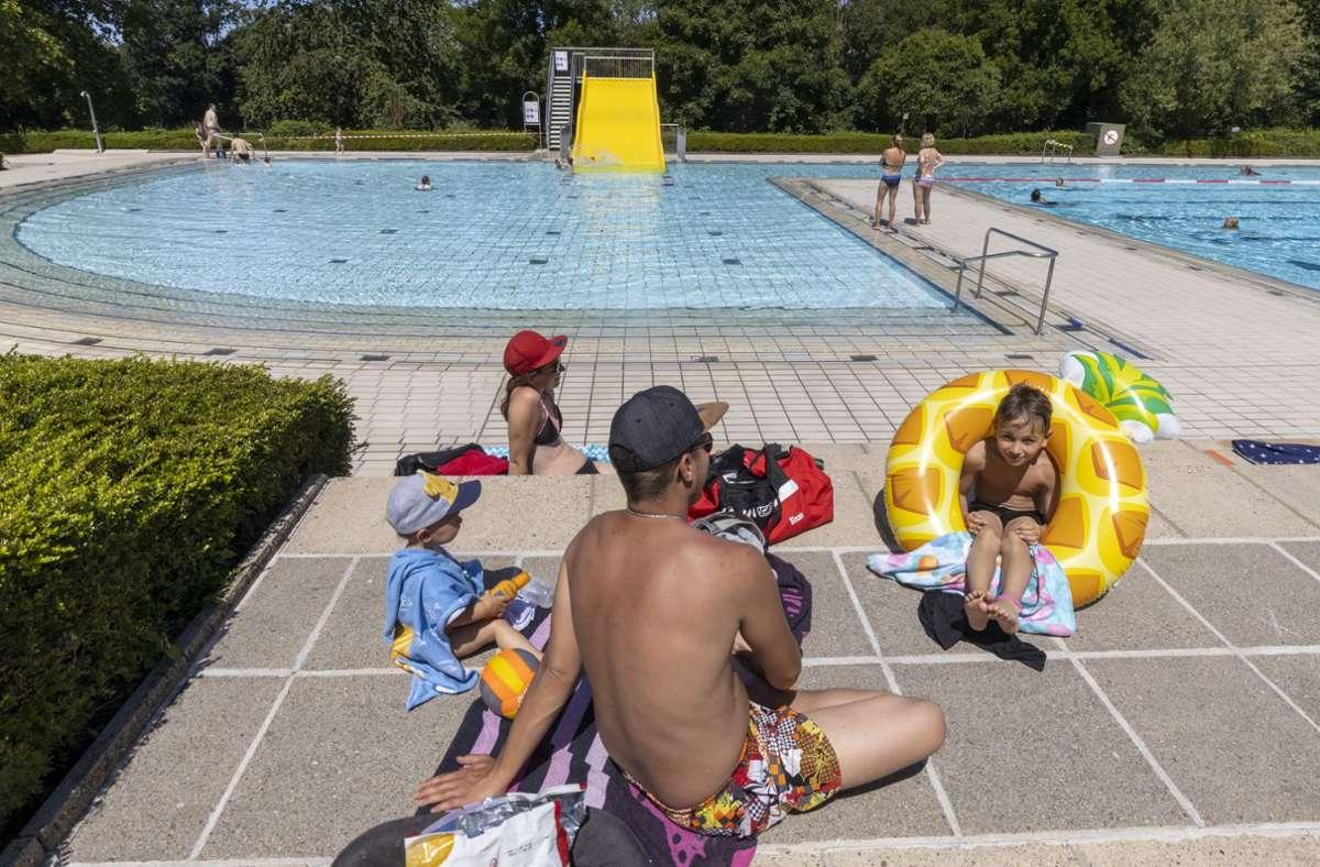 Freuten sich über Abkühlung: Viele Familien haben trotz Corona die Bäder im Kreis besucht. Foto: factum/Andreas Weise