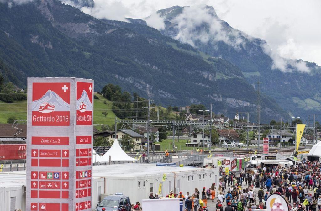 Die Schweizer können nicht nur den längsten Eisenbahntunnel der Welt, sie lässt auch als erstes Land ihre Bürger über ein Grundeinkommen abstimmen. Foto: dpa