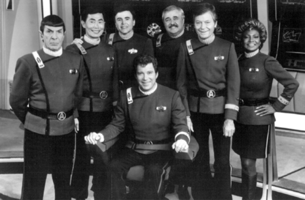 Leonard Nimoy (links) ist im Alter von 83 Jahren in Los Angeles gestorben. Berühmt wurde er durch die Rolle des Mr. Spock in der Science-Fiction-Serie Star Trek - Raumschiff Enterprise. Foto: Bruce Birmelin/dpa