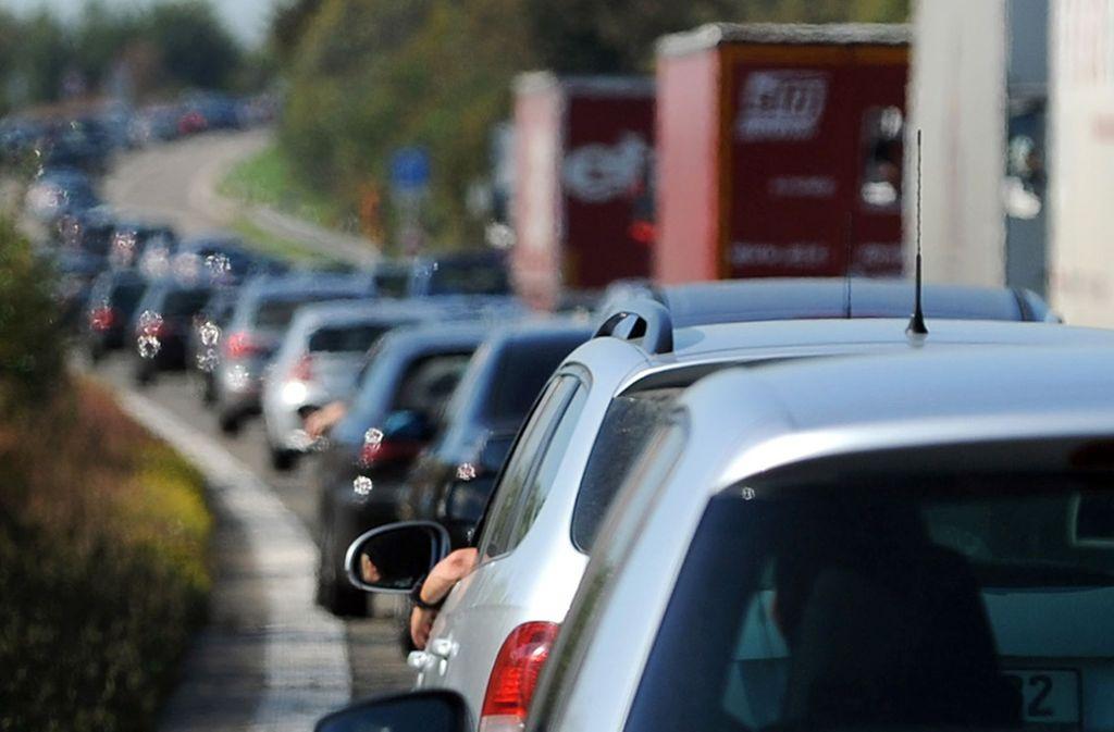Auf der A6 müssen Autofahrer mit langen Staus rechnen. Foto: dpa
