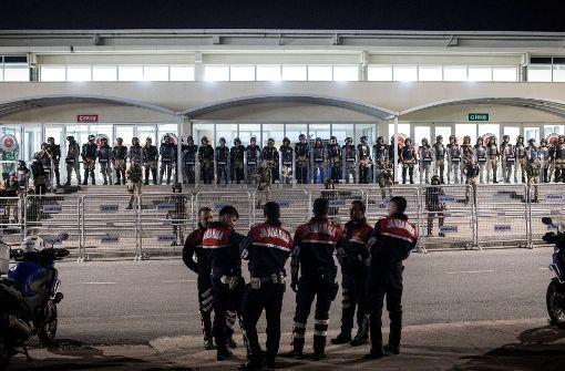 Mitarbeiter bleiben in Haft