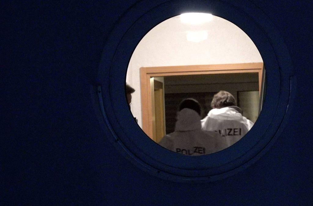 Die Polizei sichert Spuren in der Wohnung der Frau. Foto: 7aktuell.de/Alexander Hald/7aktuell.de | Alexander Hald