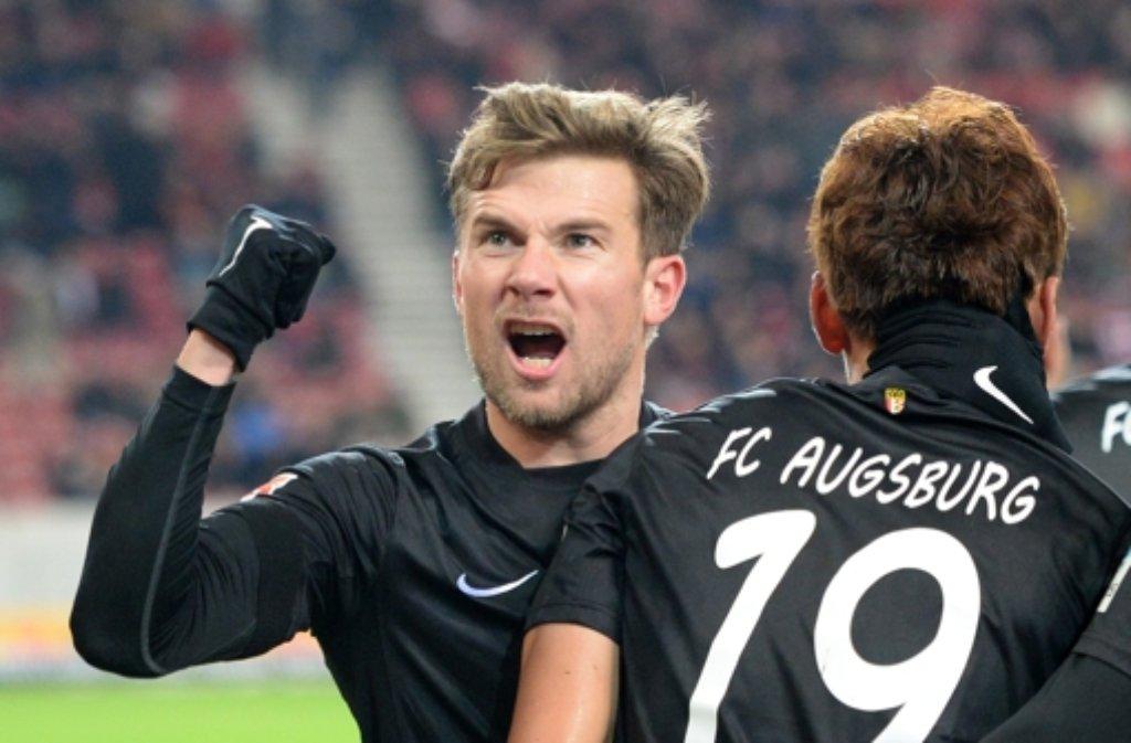 Der VfB zeigte gegen den Tabellenletzten ein Spiel zum Vergessen. Die Augsburger freuten sich umso mehr. Foto: dpa