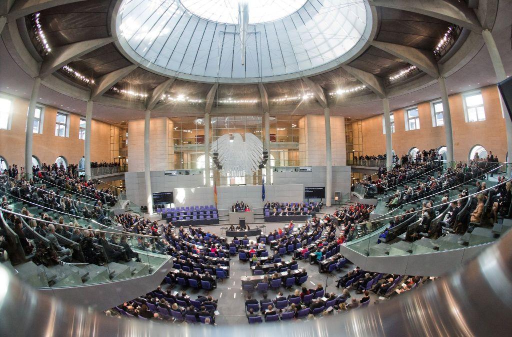 Eine von Bundestagspräsident Norbert Lammert ins Spiel gebrachte Regeländerung bezüglich des Alterspräsidenten des Bundestages sorgt für breite Diskussionen. Foto: dpa