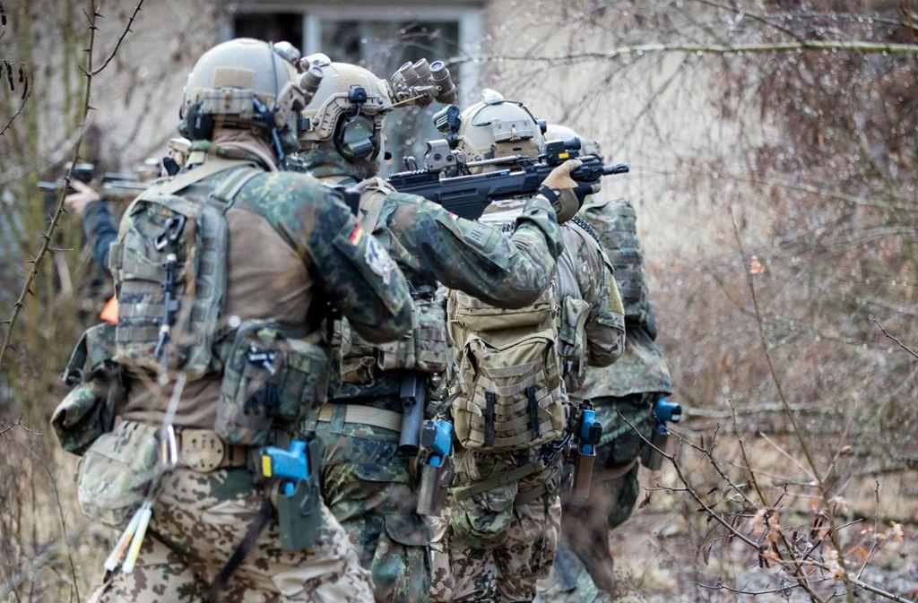 Bundeswehrsoldaten der Eliteeinheit Kommando Spezialkräfte (KSK) trainieren den Häuserkampf Foto: dpa/Kay Nietfeld