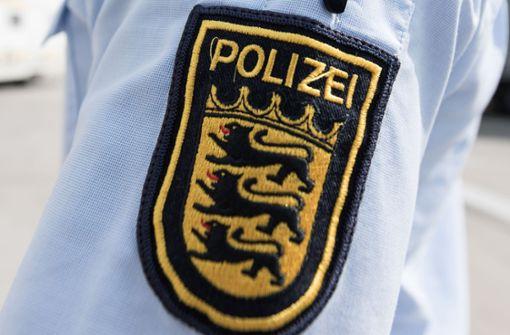 Mann entblößt am Bahnhof in Bad Cannstatt sein Geschlechtsteil