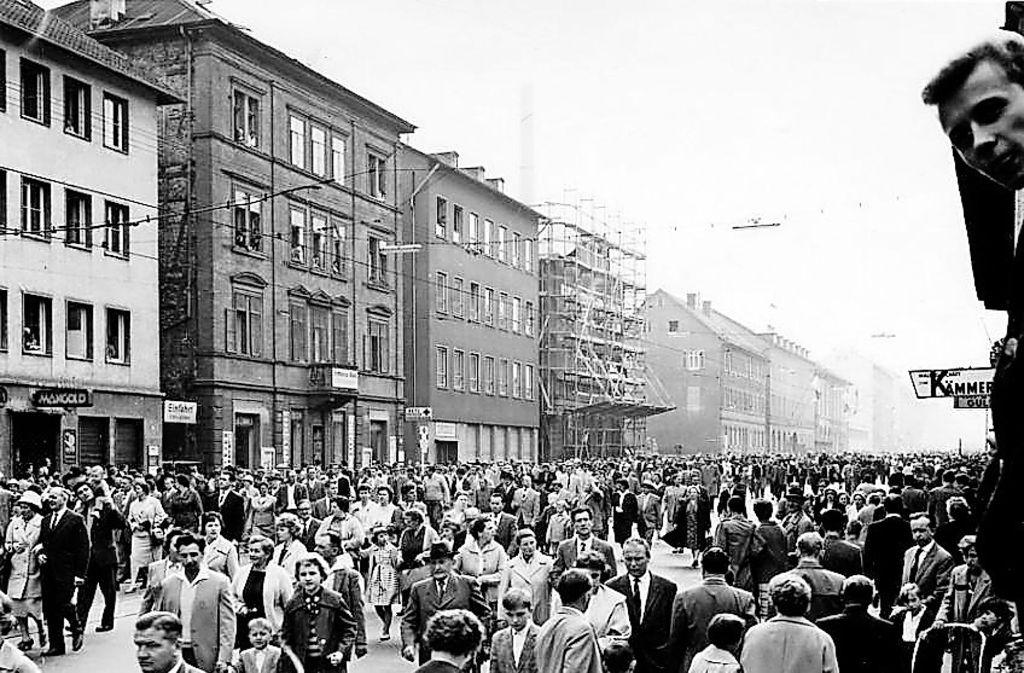 Die Neckarstraße war mal voller Menschen. Foto: Dieter Bühl/Copyright: Rolf Sperlich