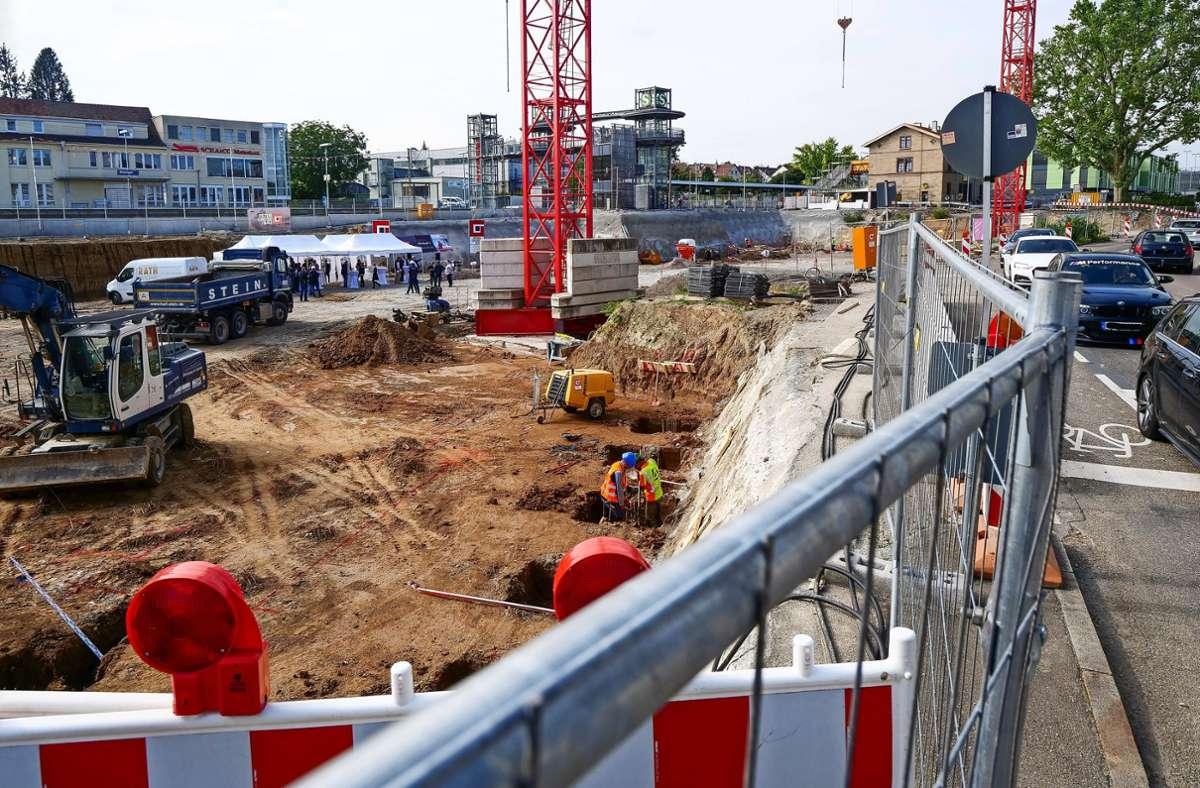 Die Umgestaltung und die Neubebauung der Flächen im Osten des Ditzinger Bahnhofsareals haben begonnen. Mehr Fotos, auch historische, finden Sie in der Bildergalerie. Klicken Sie sich durch. Foto: Simon Granville