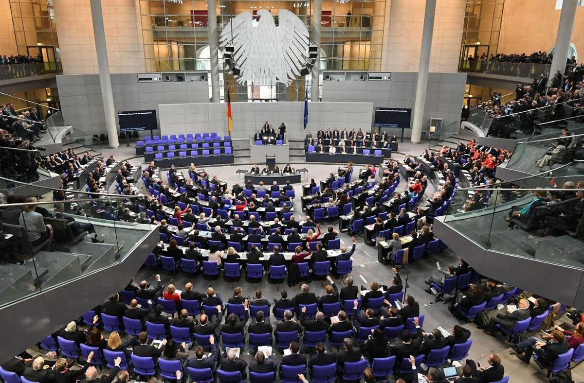 Der Deutsche Bundestag soll kleiner werden – die große Koalition hat dazu einen zweistufigen Plan erarbeitet. Foto: dpa/Ralf Hirschberger