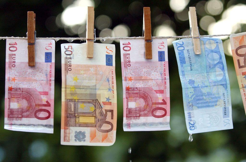 Hat ein Quartett unter anderem von Schorndorf aus Geld gewaschen (Symbolbild)? Foto: dpa//Achim Scheidemann