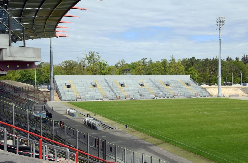 Seit rund einem Jahr wird bereits am Karlsruher Wildparkstadion gebaut. Foto: dpa/Uli Deck