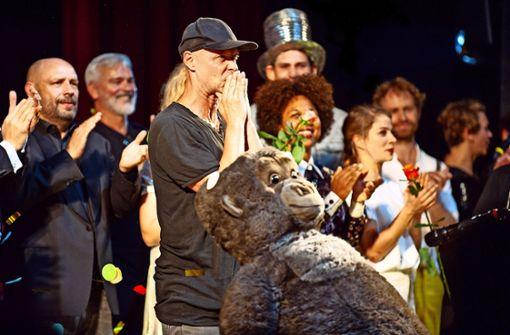 Schauspiel Stuttgart singt zum Abschied ganz laut Servus