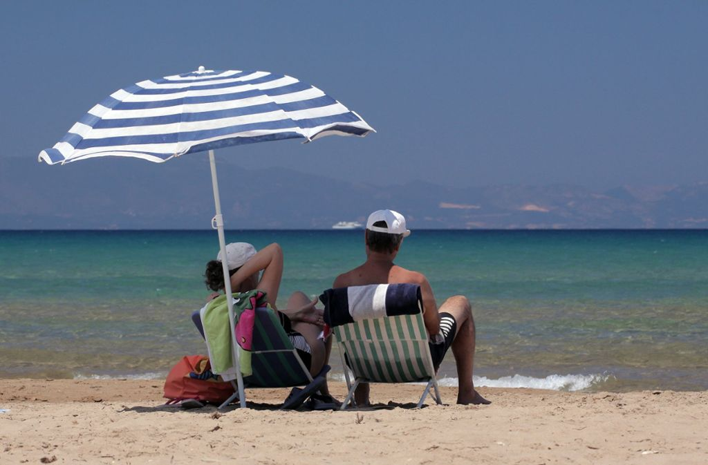 Sommer, Sonne, Strand –  viele Urlauber zieht es nach Griechenland. Die Inselwelt der Ägäis steht in der Gunst der Reisenden ganz weit oben.Sommer, Sonne, Strand –  viele Foto: dpa