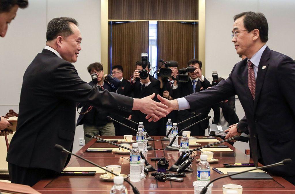 Ob das Verhältnis zu Südkorea (Im Bild: Süd- und Nordkorea beraten über Versöhnungsprojekte) oder der anstehende Gipfel mit US-Präsident Trump: Nordkorea ist in aller Munde. Am Montag, 4. Juni, hält Käthi Zellweger einen Vortrag über das Land. Foto: KOREA POOL via Yonhap/AP