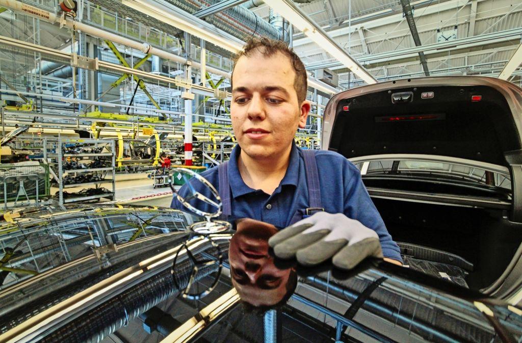 Daimler ist das Unternehmen mit den meisten Beschäftigten im Land. Flüchtlingen hat der Stuttgarter Autobauer allein in diesem Jahr mehrere Hundert Praktikumsstellen angeboten. Foto: factum/Granville