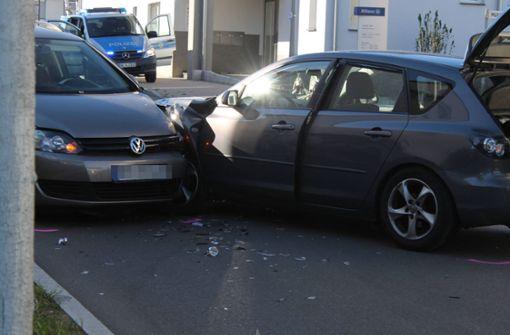 Autofahrer gerät auf Gegenfahrbahn – Fünf Verletzte