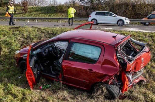 Schwerer Unfall fordert zwei Verletzte und hohen Schaden