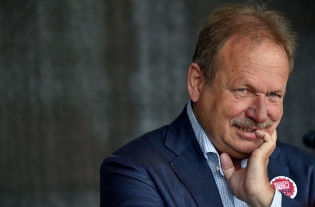 """Verdi-Chef Frank Bsirske hofft darauf, dass weitere Träger der Diakonie """"aus der kirchlichen Front ausscheren"""". Foto: dpa"""