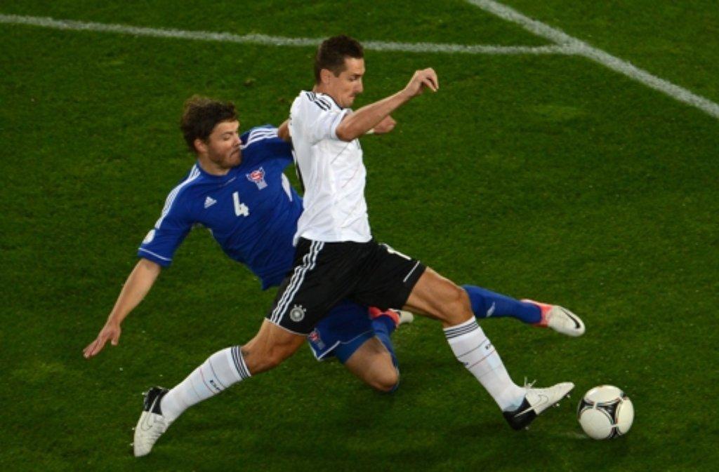 Miroslav Klose (im Vordergrund) ist im DFB-Team konkurrenzlos. Foto: dpa