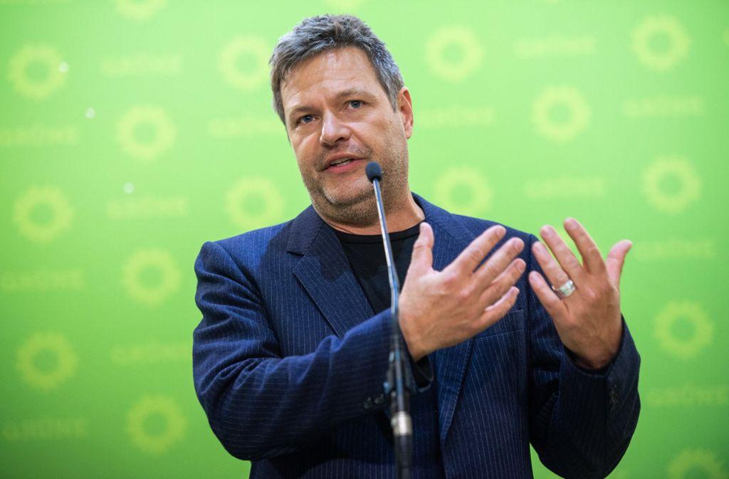 Grünen-Chef Habeck freut sich über den Wahlerfolg. Foto: dpa