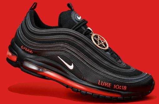 Nike verklagt Künstler für Verkauf von Satan-Schuhen