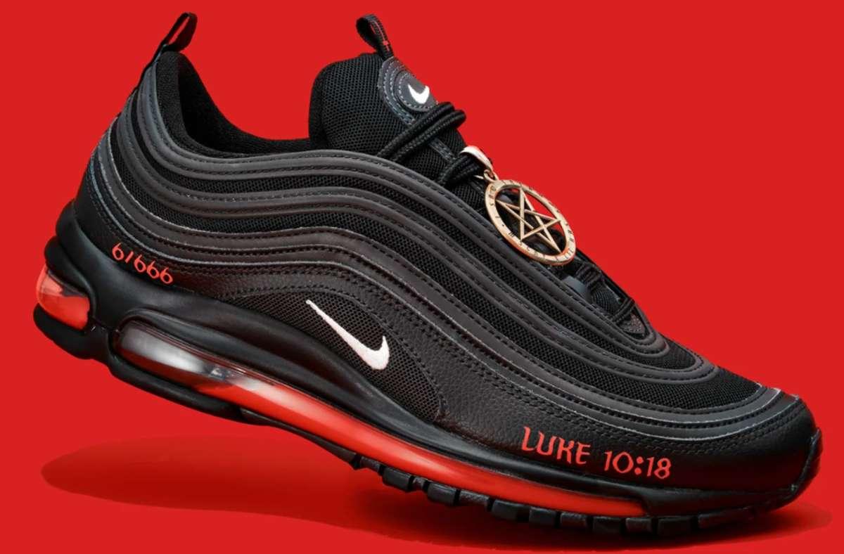 Die Satan-Schuhe sind ein Redesign des Nike-Schuhs Air Max 97. Foto: MSCHF