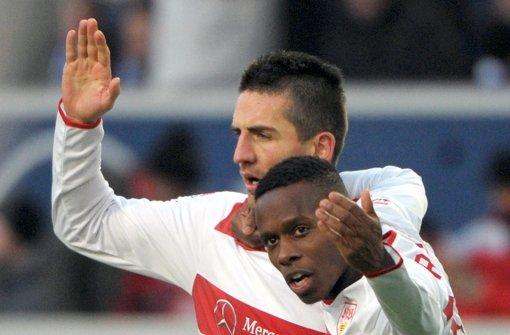 Torschütze und Vorlagengeber: Vedad Ibisevic (hinten) und Ibrahima Traoré Foto: dpa