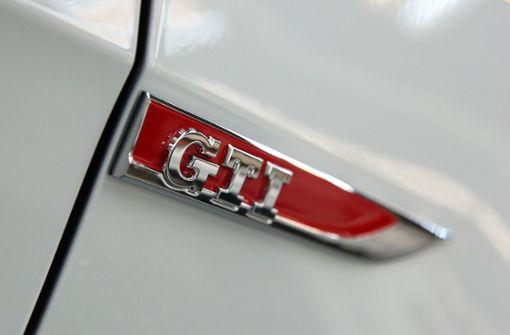 Unfall bei illegalem Rennen – Golf GTI-Raser flüchten