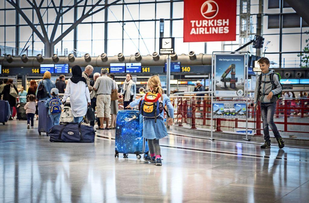 Am Flughafen wird  es am Freitag hoch hergehen: Die Pfingstferien beginnen. Foto: Lichtgut/Julian Rettig