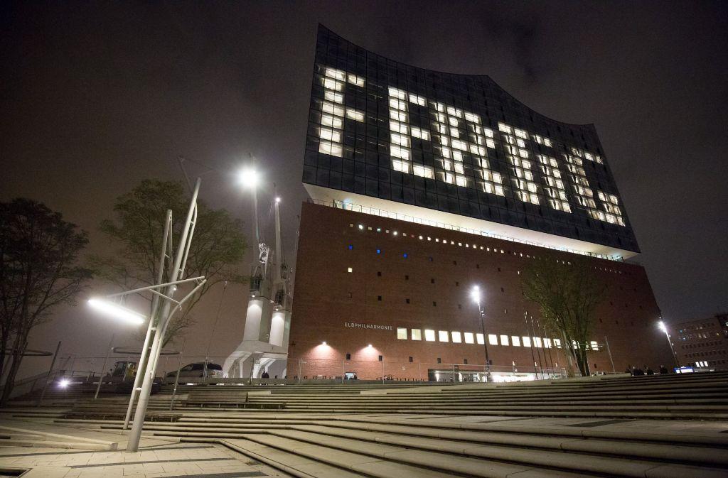 Nach fast zehn Jahren Bauzeit ist der Tag gekommen: Am Mittwochabend wird die Elphilharmonie mit einem Eröffnungskonzert eingeweiht. Foto: dpa