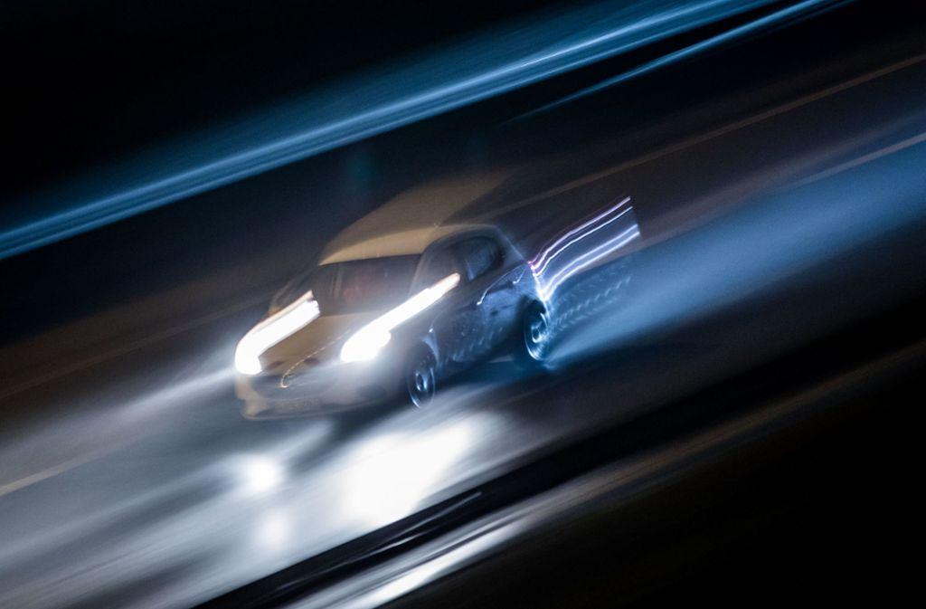 Mit 206 Stundenkilometern ist ein 21-Jähriger durch den Engelbergtunnel gerast (Symbolbild). Foto: dpa
