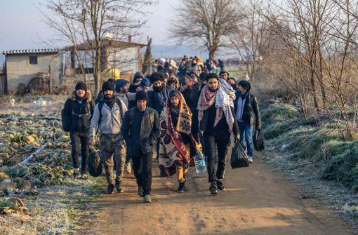 Tausende harren an türkischer Grenze zu Griechenland aus