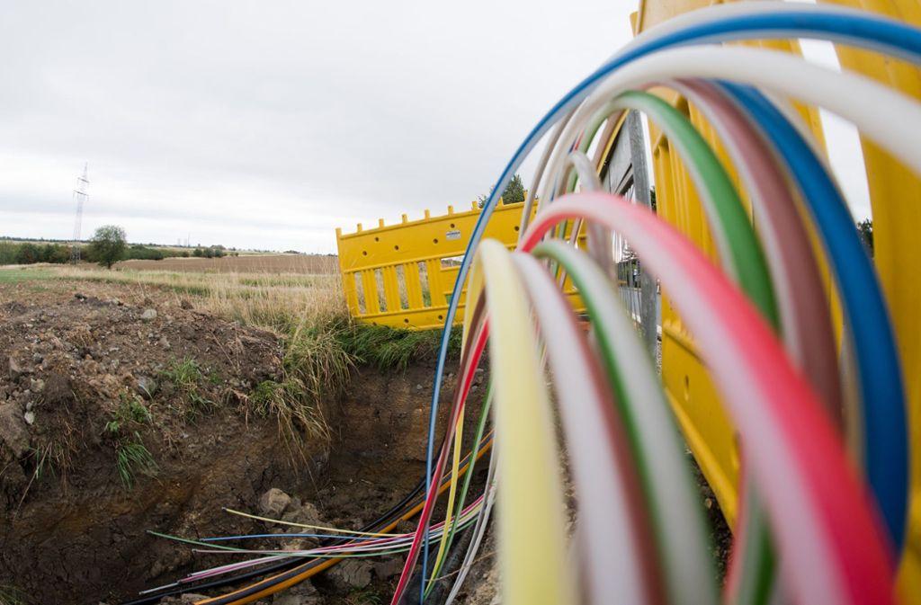 Rohre für Glasfaserleitungen für schnelles Internet: Die Digitalisierung bietet Chancen für ländliche Regionen. Noch gibt es aber in Baden-Württemberg viele weiße Flecken. Foto: dpa