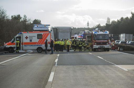 Gaffer bauen weiteren Unfall nach Crash mit mehreren Toten